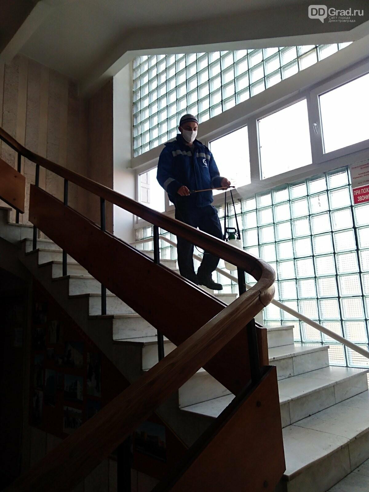 В здании ДУСа проводят дезинфекцию, фото-3