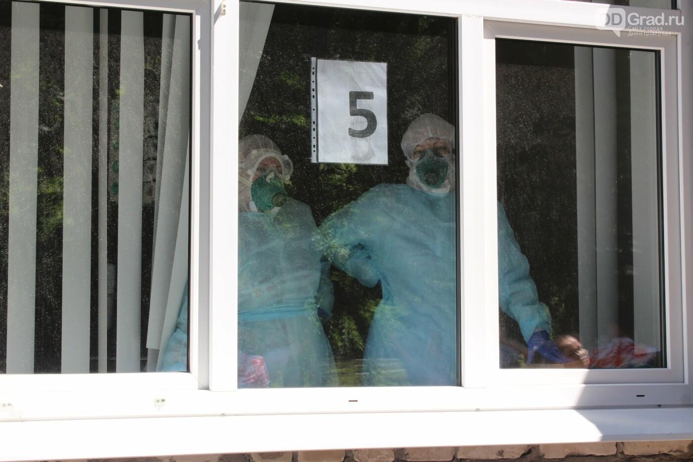 В песнях - благодарность. Артисты «Восхода» выступили под окнами медучреждений, фото-4