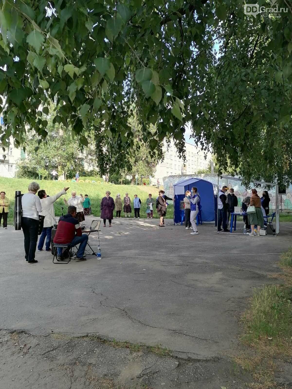 В Димитровграде голосование по Конституции проходит под открытым небом, фото-2