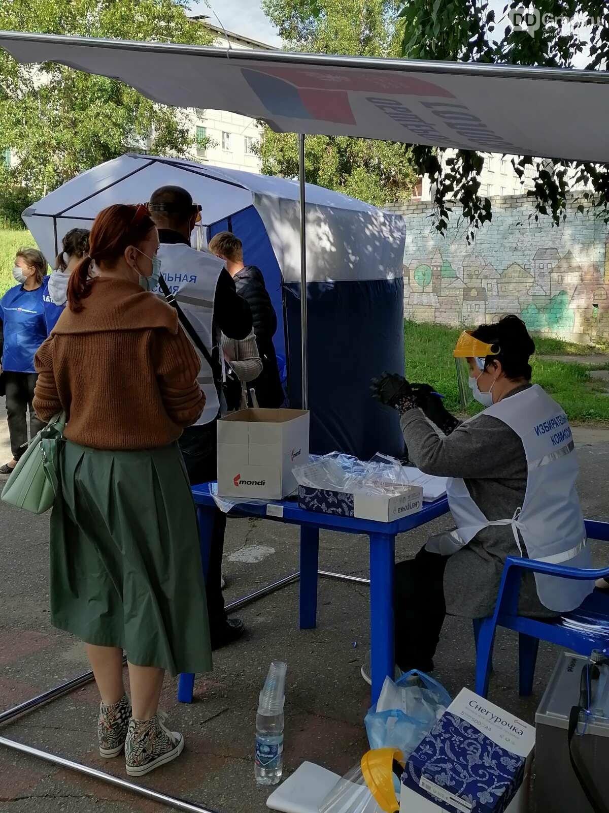 В Димитровграде голосование по Конституции проходит под открытым небом, фото-1
