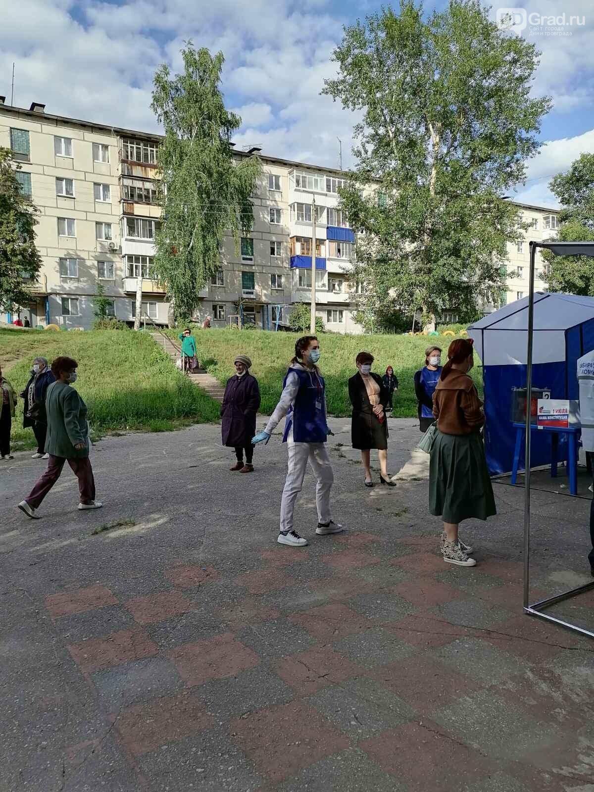 В Димитровграде голосование по Конституции проходит под открытым небом, фото-3