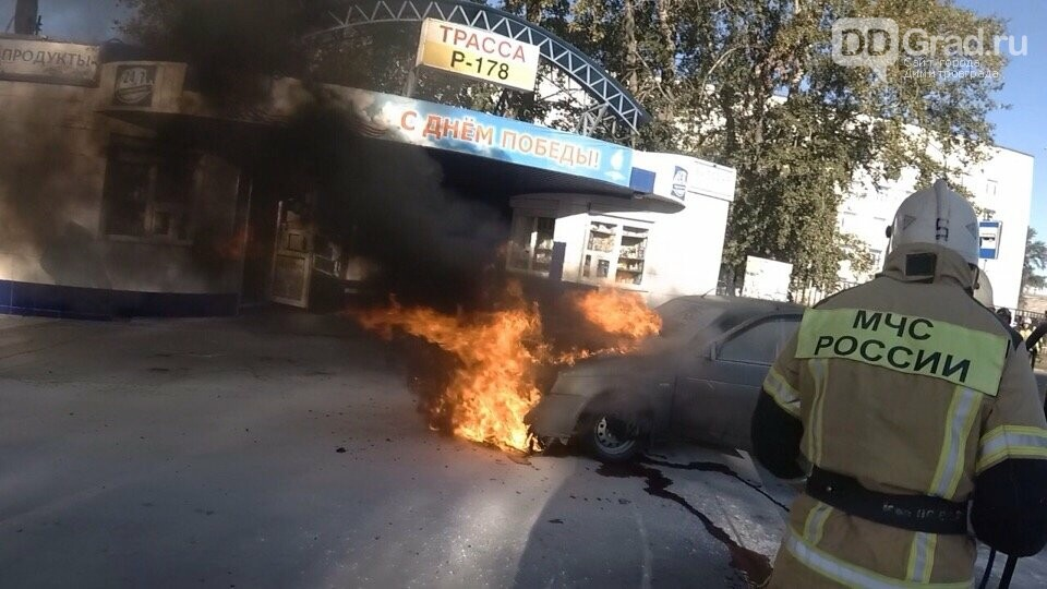 Сегодня утром пожарные потушили Ладу «Приору», фото-1