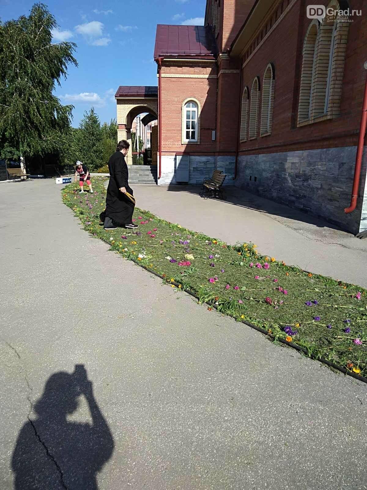 В димитровградском Спасо-Преображенском кафедральном соборе идёт подготовка к православному празднику , фото-4