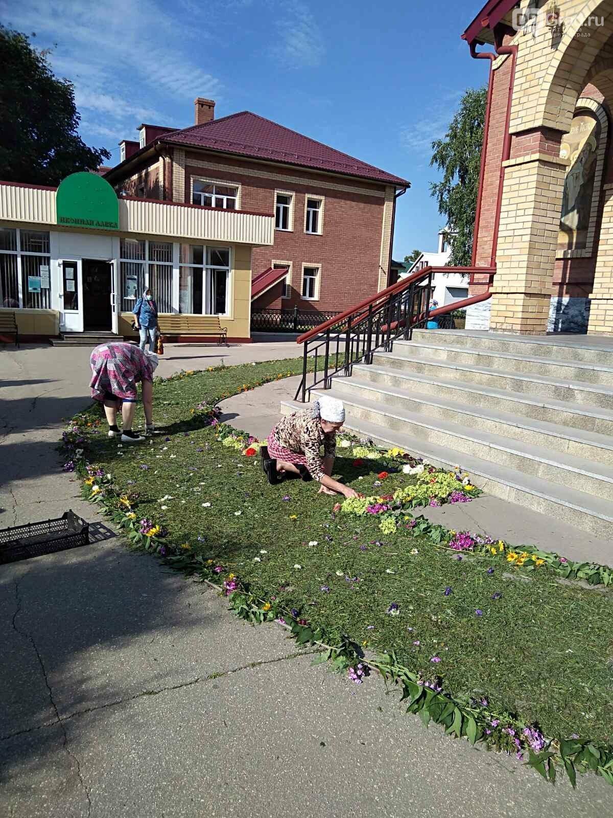 В димитровградском Спасо-Преображенском кафедральном соборе идёт подготовка к православному празднику , фото-6