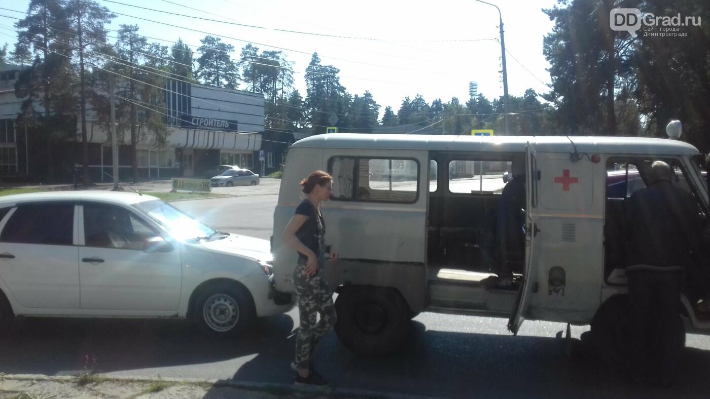 В Димитровграде малолитражка врезалась в машину «Скорой помощи», фото-1