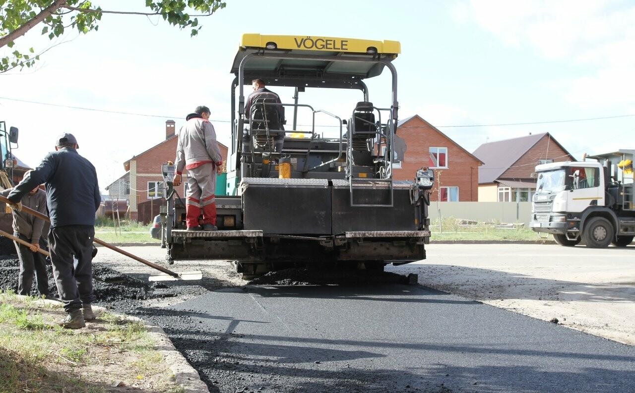 В микрорайоне «Олимп» идут работы по ремонту тротуаров и дорог  , фото-1
